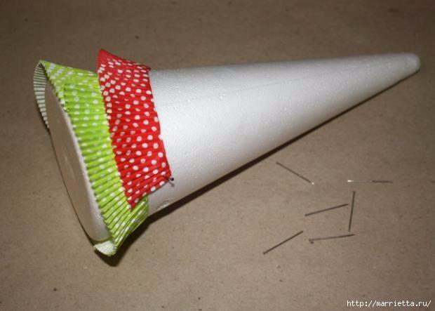 Новогоднее применение бумажных стаканчиков для кексов (20) (620x443, 102Kb)