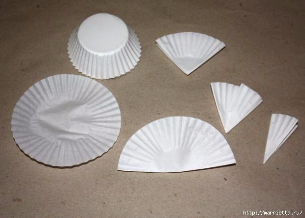 Новогоднее применение бумажных стаканчиков для кексов (26) (620x443, 100Kb)