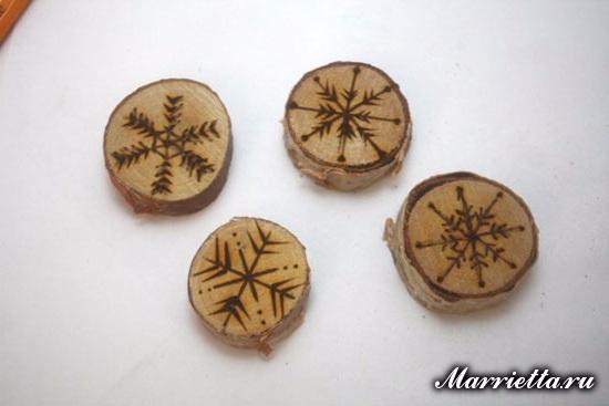 Снежинки из спилов веток. Идея декорирования новогоднего подарка (5) (550x367, 122Kb)