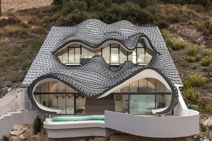 дом с необычной крышей GilBartolome Arquitectos 1 (700x466, 447Kb)