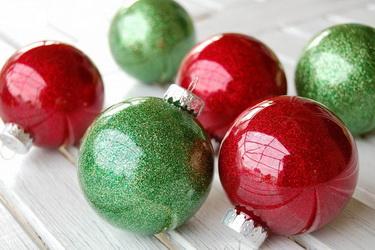 glitter-ornaments-with-clear-plastic-bulbs-1024x680 (375x250, 47Kb)