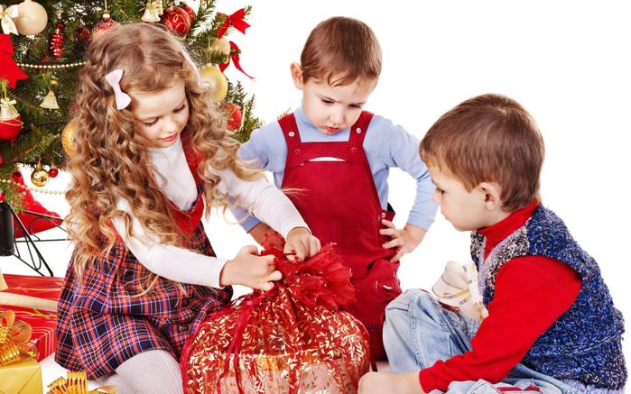 Дети и подарки на новый год картинки
