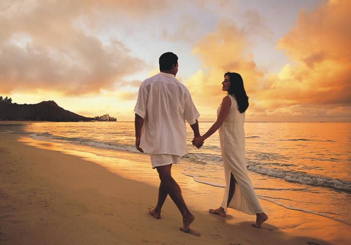 114HV_Beach_Couple2 (700x487, 456Kb)