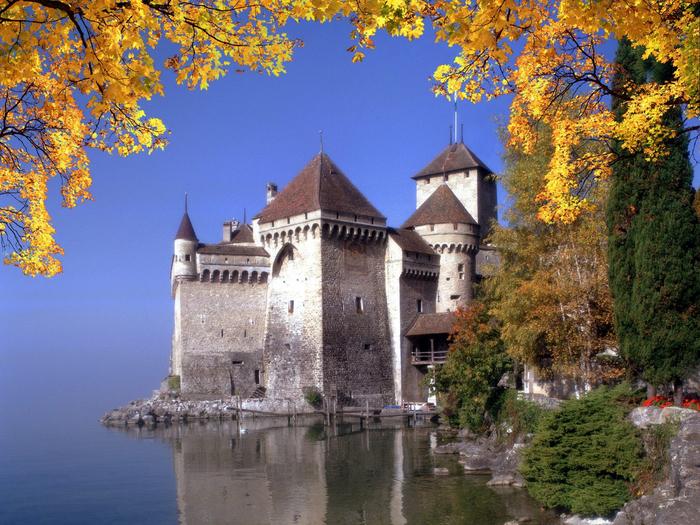 Шильонский-замок-осенью--Швейцария (700x525, 555Kb)