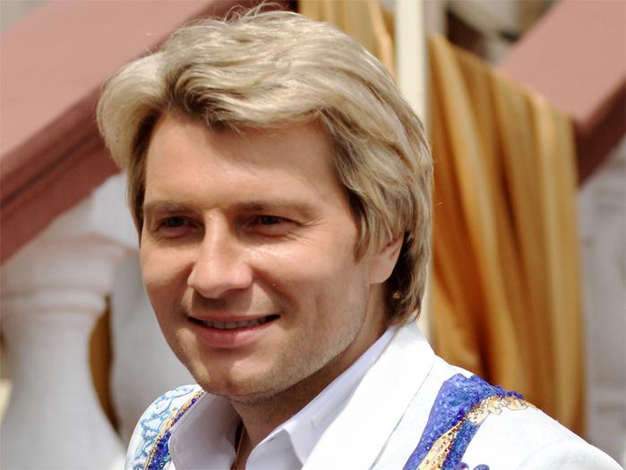 5051374_nikolaybaskov_salon (700x525, 308Kb)