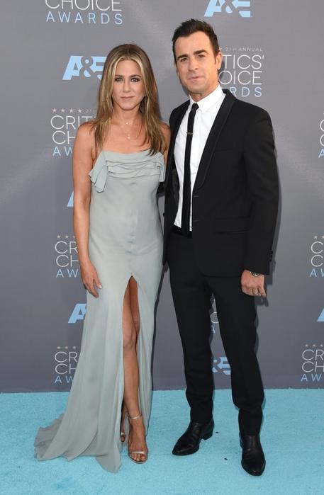 Jennifer-Aniston-Justin-Theroux-Critics-Choice-2016 (457x700, 172Kb)