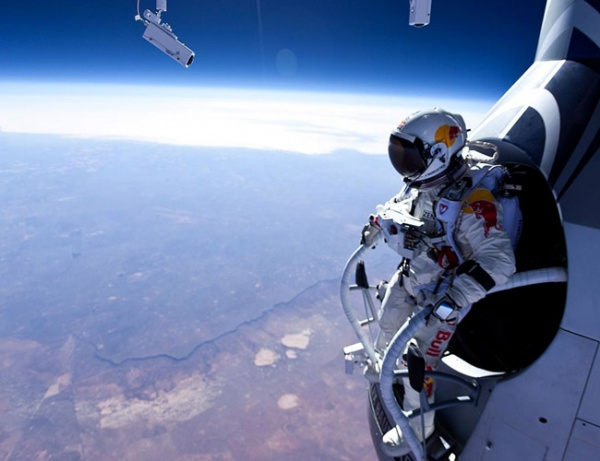 5577805-R3L8T8D-600-red-bull-stratos-lead (600x461, 194Kb)