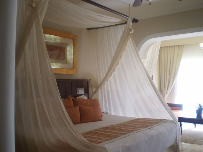 enter-the-romantic-bedroom-punta-cana-dominican-republic-tpfilaw (700x525, 221Kb)