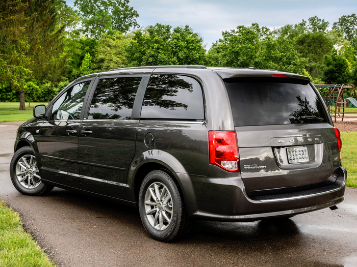Dodge-Grand-Caravan-5-rear (700x525, 531Kb)