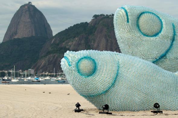 Скульптуры рыб (590x393, 177Kb)
