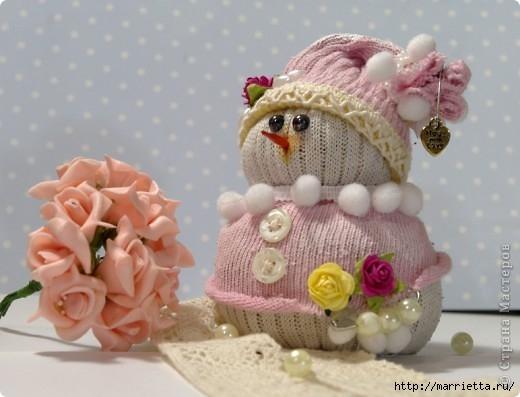 Очень симпатичный снеговичок из носков (3) (520x397, 109Kb)