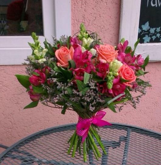 7 причин заказать цветы с доставкой (1) (530x544, 276Kb)