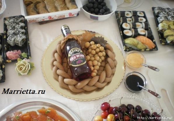 Декоративный венок для бутылки спиртного (2) (596x414, 160Kb)