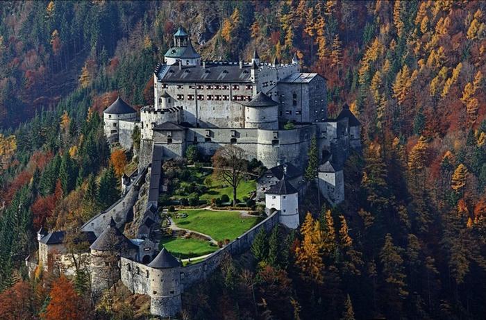 8. Австрия Замок-крепость Хоэнверфен (700x461, 446Kb)