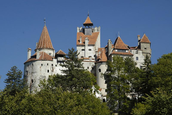 10. Карпаты. Замок Бран (Замок Дракулы) (700x465, 301Kb)