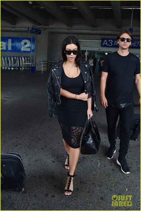 kim-kardashian-lands-in-nice-while-kanye-west-flies-out-01 (466x700, 90Kb)