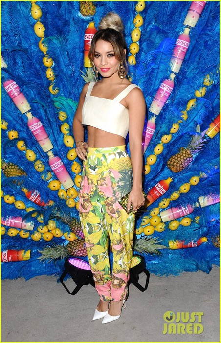 vanessa-hudgens-shows-off-her-killer-abs-summer-samba-20 (452x700, 150Kb)