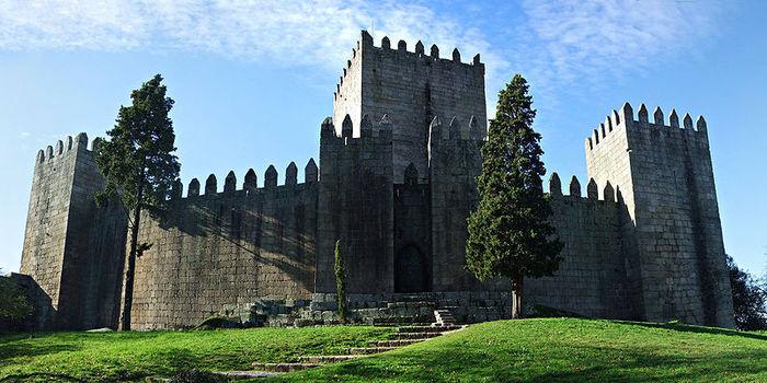 Castelo_de_Guimaraes (800x400, 77Kb)