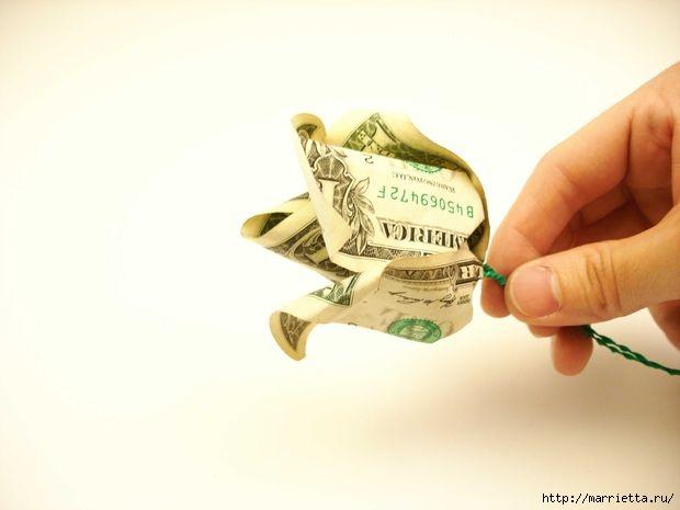 Денежный букет из долларовых розочек (6) (620x465, 75Kb)