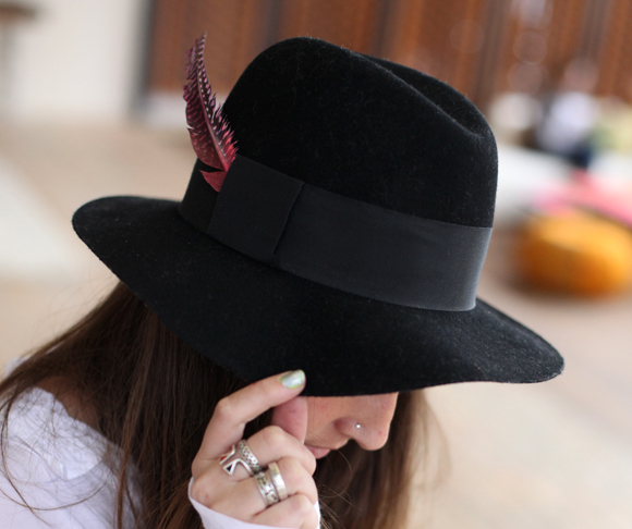 diy-painted-feather-fedora (580x486, 245Kb)