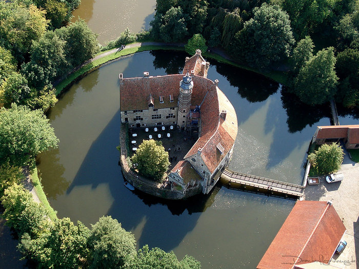 Castle_Vischering_in_Ludinghausen_01 (700x525, 154Kb)