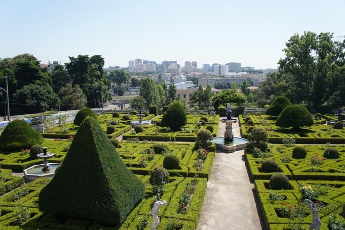 Сад при дворце маркиза Де Фронтейра1 (700x465, 274Kb)