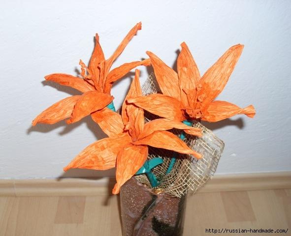 Оранжевые лилии из бумажной рафии (6) (591x480, 159Kb)