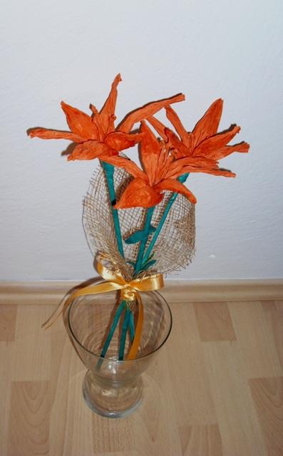 Оранжевые лилии из бумажной рафии (12) (397x640, 184Kb)