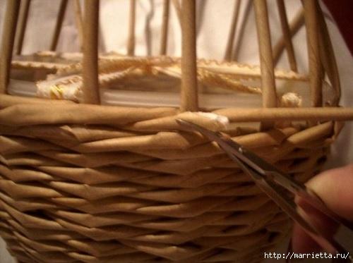 Плетение из газет. Мастер-классы по плетению корзинок и вазочек (8) (500x373, 98Kb)