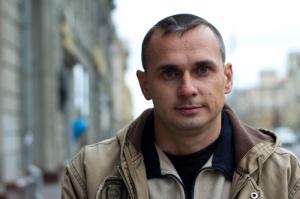 Задержанному в Крыму сотрудниками ФСБ украинскому кинорежиссеру Олегу Сенцову инкриминируют организацию теракта (300x199, 35Kb)