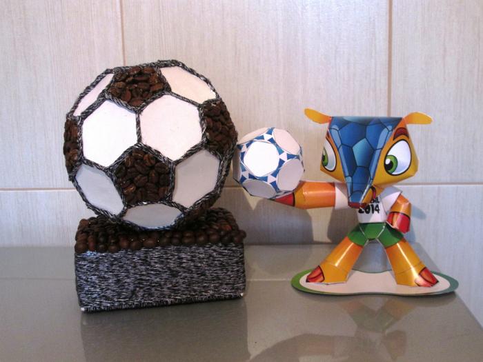 Поделка из футбольного мяча 931