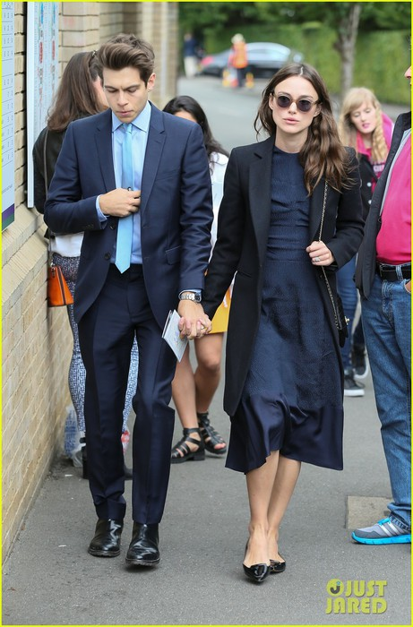 keira-knightley-husband-james-righton-wimbledon-01 (461x700, 96Kb)