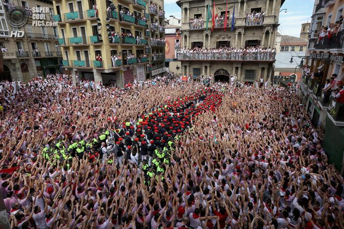фиеста Сан-Фермин 2014 испания фото 1 (700x466, 614Kb)