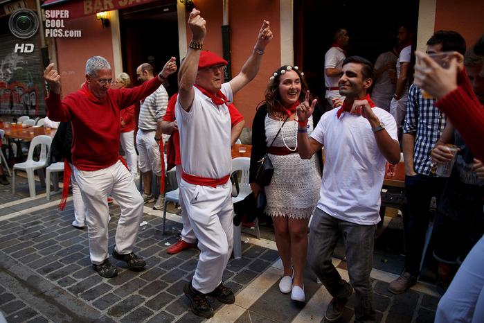 фиеста Сан-Фермин 2014 испания фото 8 (700x466, 432Kb)
