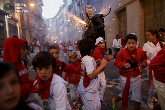 фиеста Сан-Фермин 2014 испания фото 10 (700x466, 428Kb)