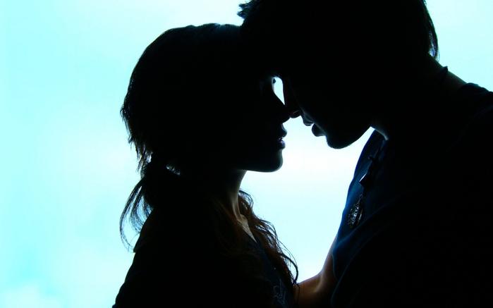 "Почему так сложно сказать ""Я тебя люблю""/4059776_92798964_5066090_410950_siluyet_lyubvi_paren_devushka_fon_goluboj_medalon_2048x1536_www_GdeFon_ru (699x437, 121Kb)"
