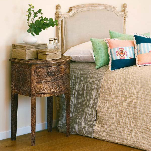 how-to-choose-nightstands-to-upholstery-headboard-color3-5 (600x600, 351Kb)