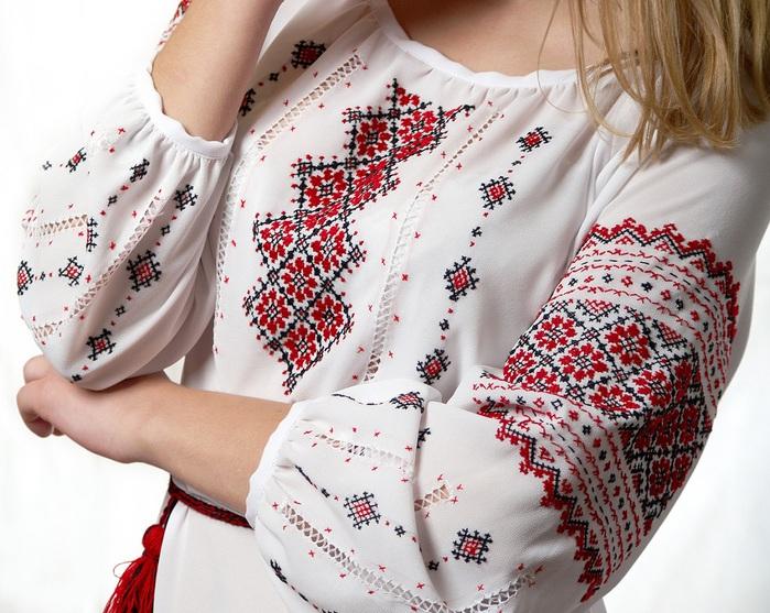 Украинские вышитые рушники и вышиванки (4) (699x557, 427Kb)