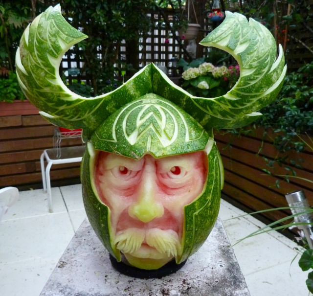 1404634205_viking-watermelon-carving (640x605, 437Kb)