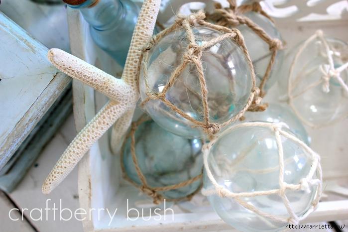 Елочные шары и стеклянные круглые вазочки для морского стиля в интерьере (9) (700x466, 240Kb)