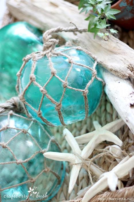 Елочные шары и стеклянные круглые вазочки для морского стиля в интерьере (16) (466x700, 275Kb)