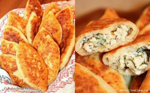 Жареные пирожки из творожного теста с куриным фаршем, сыром и зеленью