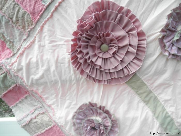 Лоскутное одеяло с крупными цветами (1) (700x525, 249Kb)