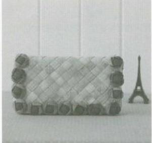 Интересная сумочка и косметичка с цветами из ткани (17) (301x284, 37Kb)