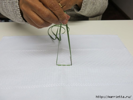 Как украсить полотенце вышивкой лентами. 4 мастер-класса (2) (450x338, 70Kb)