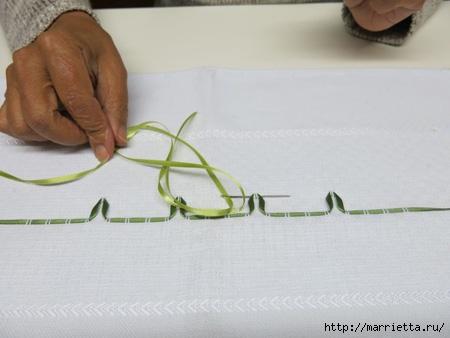 Как украсить полотенце вышивкой лентами. 4 мастер-класса (12) (450x338, 77Kb)