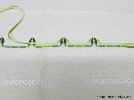 Как украсить полотенце вышивкой лентами. 4 мастер-класса (14) (450x338, 81Kb)