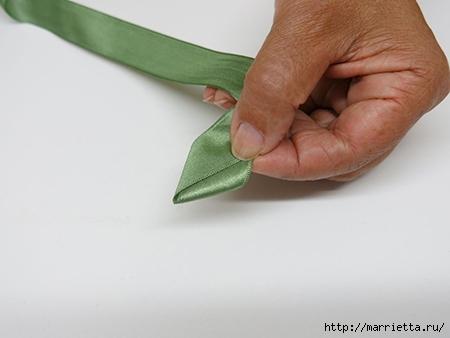 Как украсить полотенце вышивкой лентами. 4 мастер-класса (21) (450x338, 65Kb)