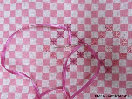 Как украсить полотенце вышивкой лентами. 4 мастер-класса (60) (450x338, 164Kb)