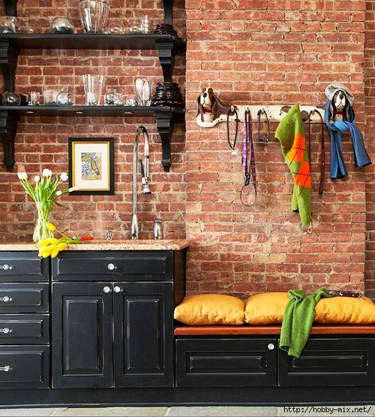 Black-kitchen-with-exposed-brick-wall (540x600, 339Kb)